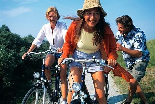 mensen_fietsen_vrolijk