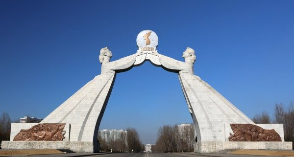 depositphotos_16162215-stock-photo-the-reunification-monument-in-pyongyang